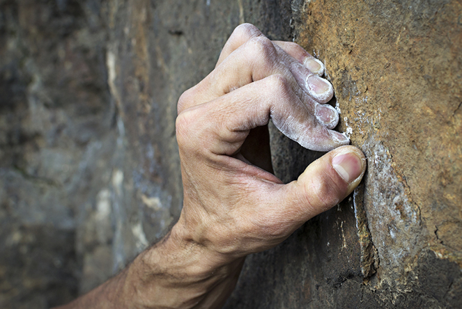 Bouldering: How to Do It Safely and Prevent Injuries