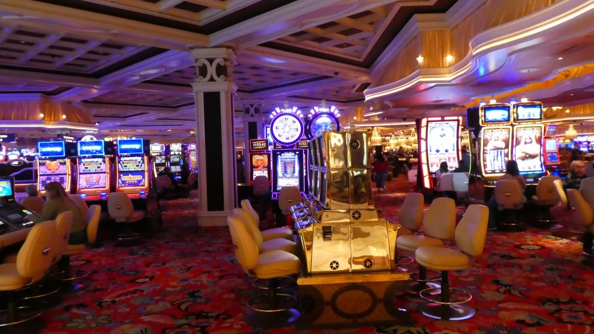 Live Casino vs Online Casino: What's the Difference?